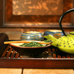 Cast-iron-teapot-ready-to-make